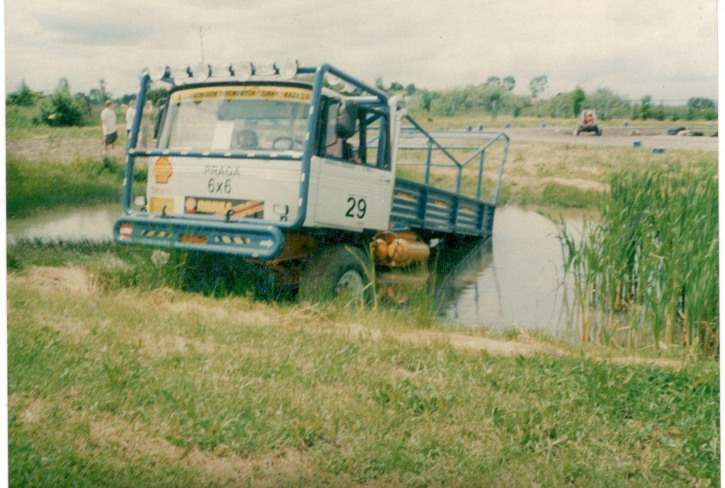 Autoprodukt Praga 6x6 (5)